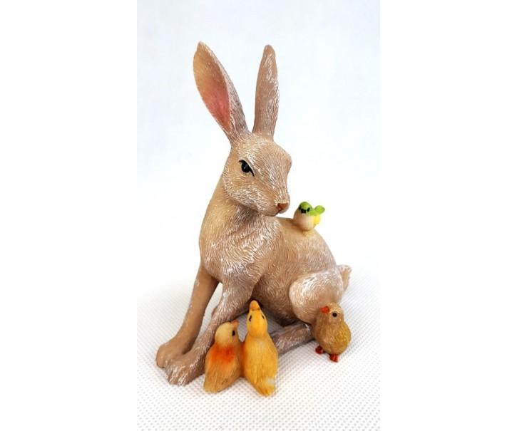 Dekorace sedící zajíček se zvířátky - 13cm