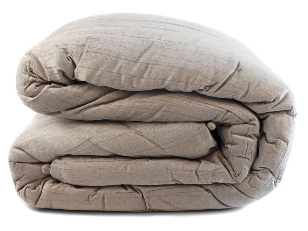 Stříbrný sametový přehoz na postel Pompom - 240*240cm