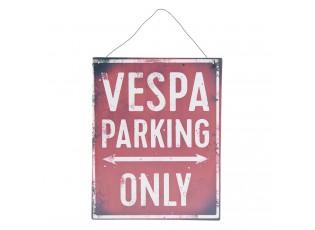 Červená kovová cedule VESPA PARKING ONLY s úmyslným odřením a patinou.