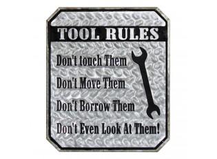 Šedá kovová cedule TOOL RULES s patinou.