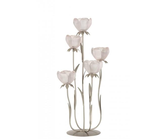 Svou rozmanitostí vytváří mnoho příležitostí, jak vpustit romantické mihotavé světlo svíček do vašeho interiéru.