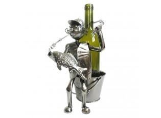 Kovový držák na láhev vína v designu rybáře Chevalier - 21*15*26 cm