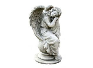 Zahradní dekorace sedící anděl na kouli - 19*17*36cm