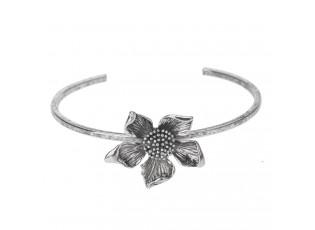 Kovový postříbřený náramek s květinou