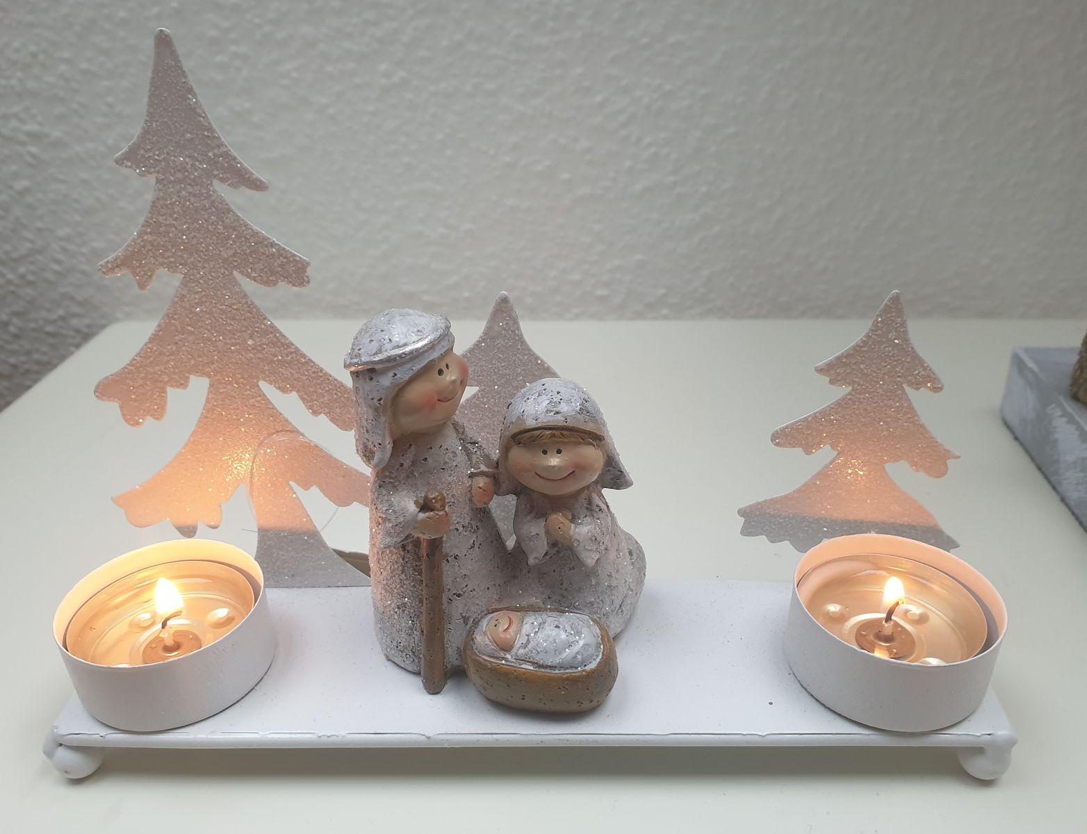 Ostatní Bílý kovový svícen na čajové svíčky se svatou rodinou - 20*5*14cm