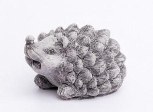 Malá betonová dekorace sedící ježek - 7*9*6cm