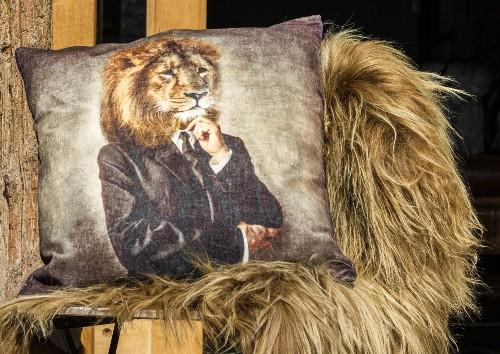 Gobelínový polštář se lvem